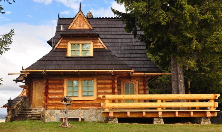 dom z drewna z tarasem